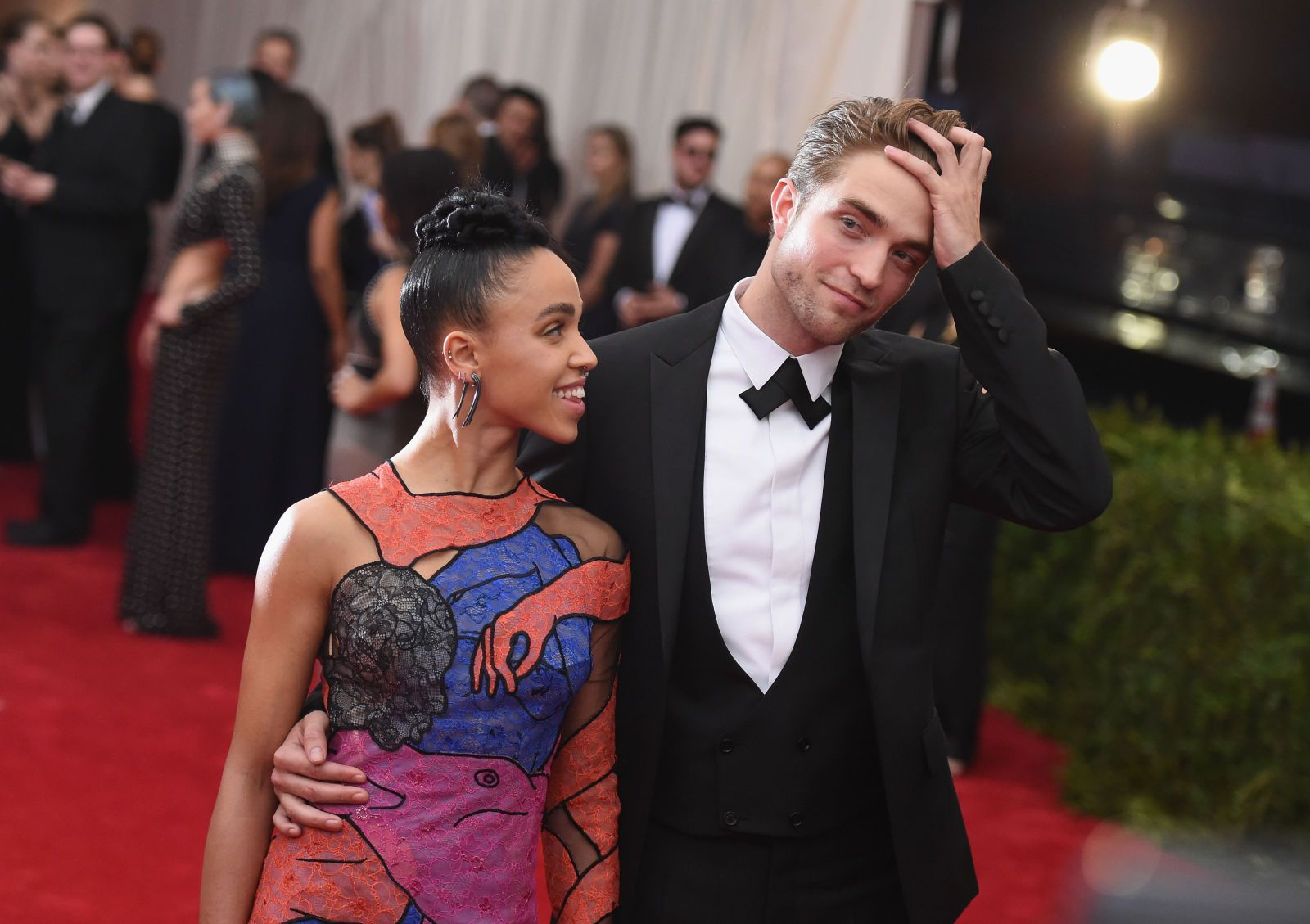 """FKA twigs Says the Online Abuse from Dating Robert Pattinson Is """"Awful""""  - ELLE.com"""