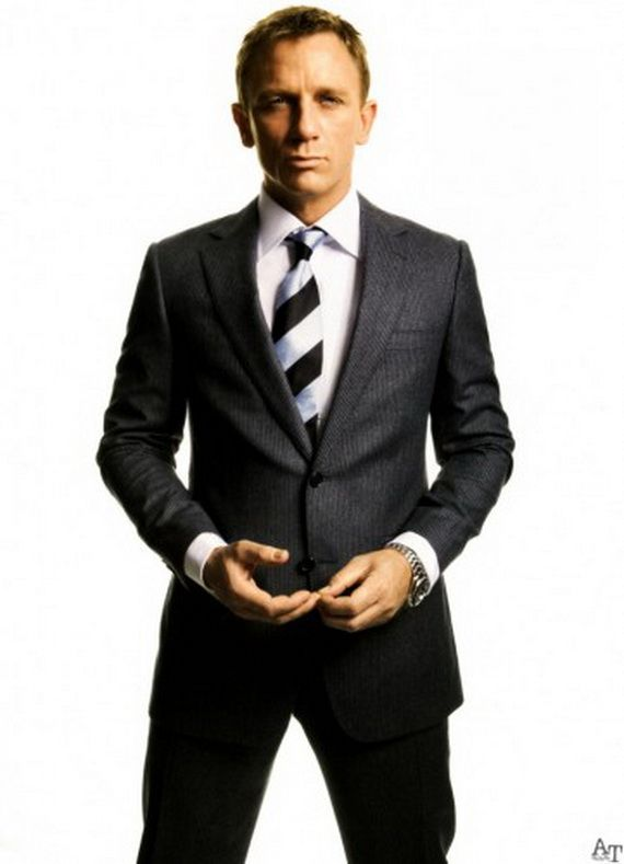 That Is How You Rock A Striped Tie Daniel Craig Steps Away