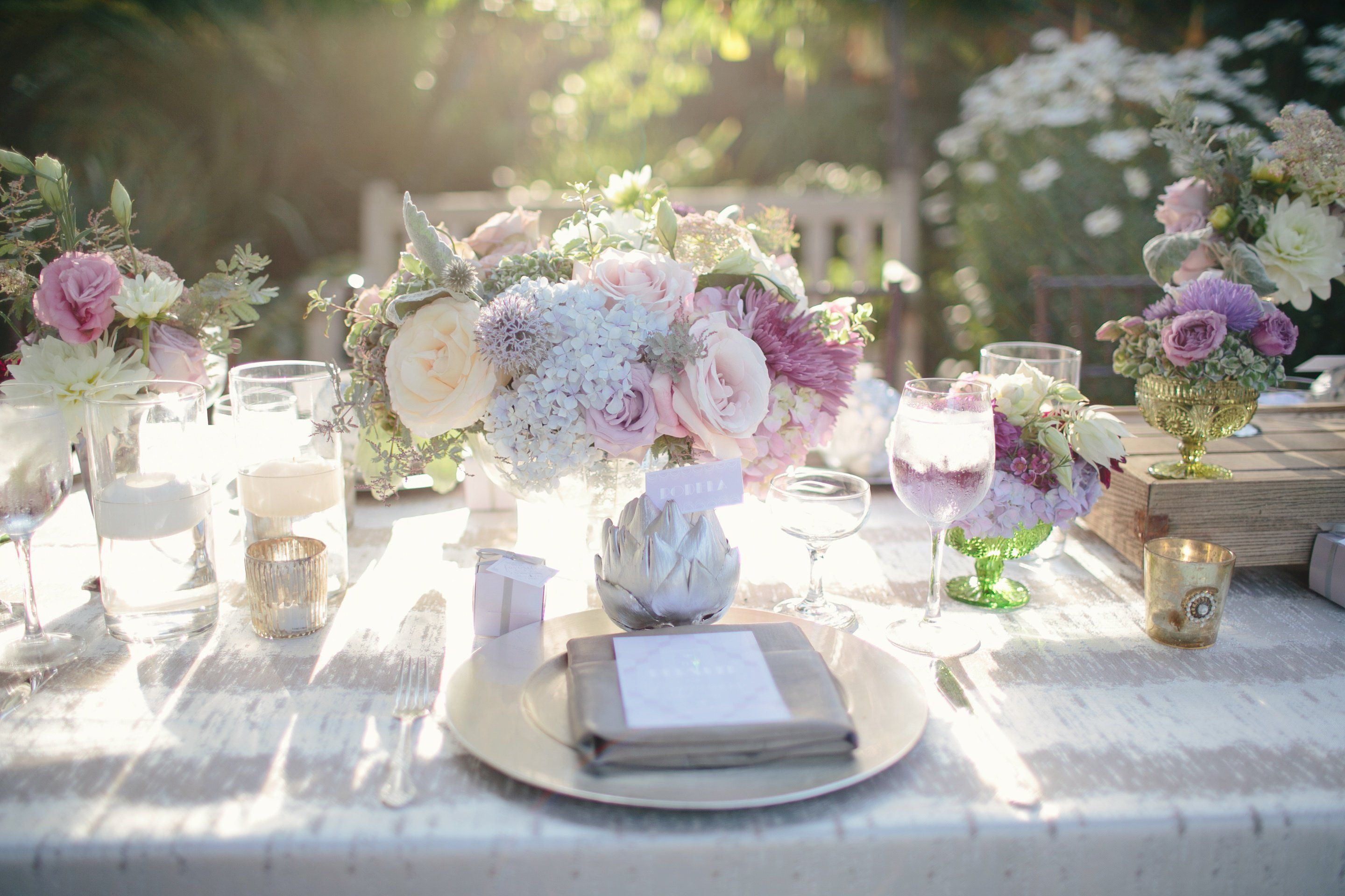 Silver Tablescape | Ideas for the House | Pinterest | Wedding flower ...