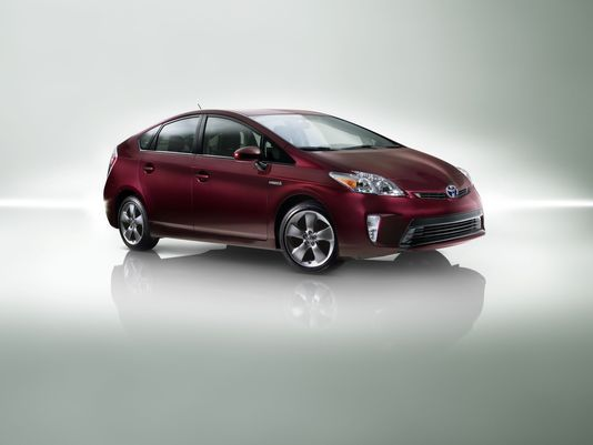Auto Review 2015 Toyota Prius Persona S E Is Spiffed Up Sported