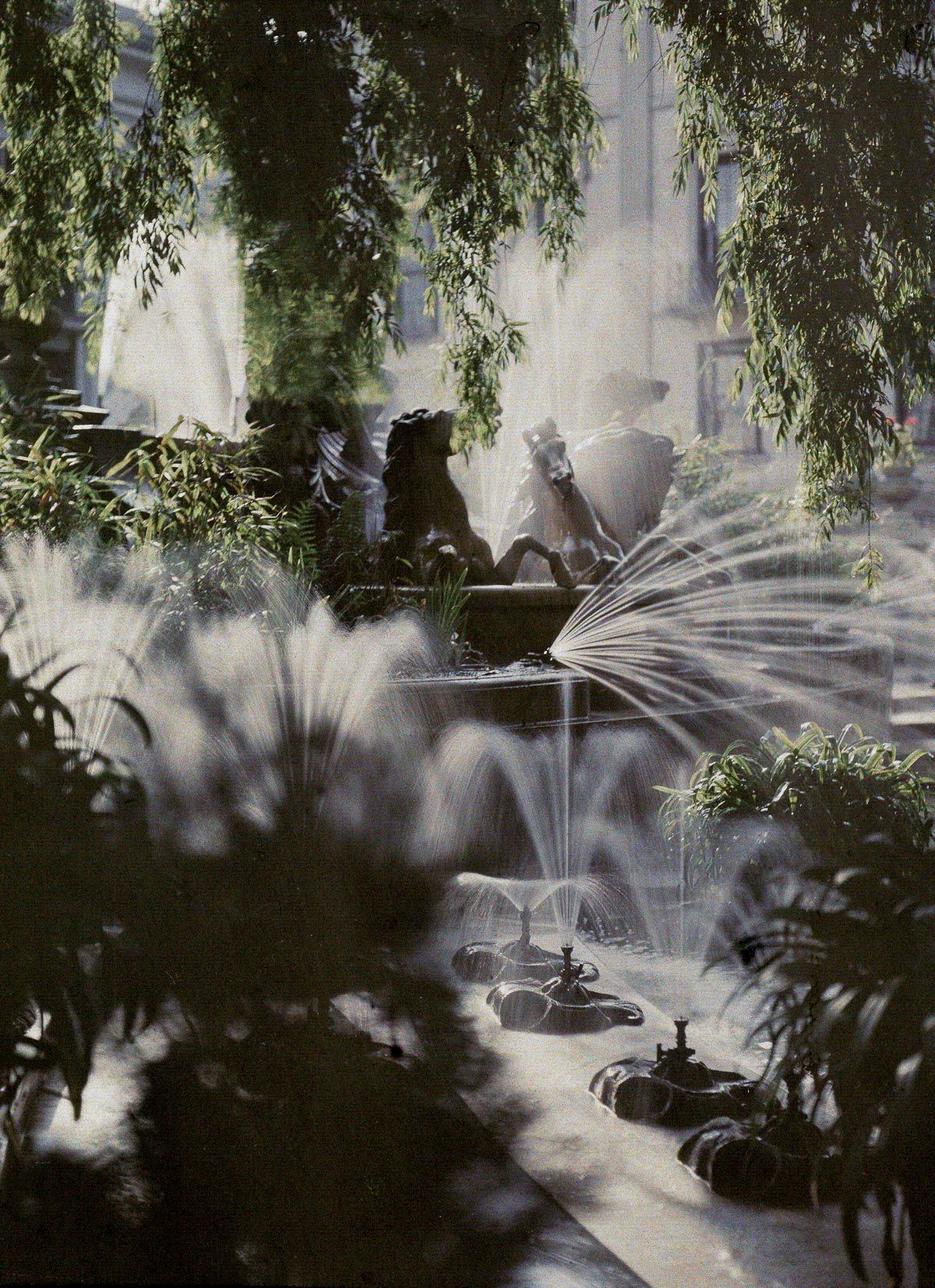 Early 1900s color photos look like literal dreams - The Neptune Fountain, Cheltenham, 1910 - John Cimon Warburg