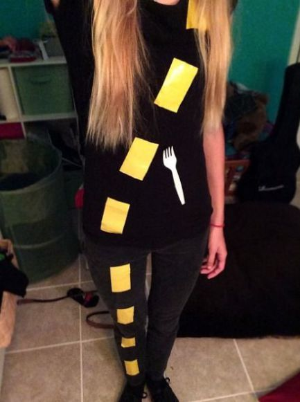 20 Clever Halloween Costumes That Anyone Can DIY - Society19 #funnyhalloweencostumes