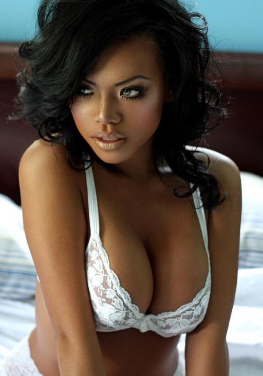 Huge boobs black girl showing off