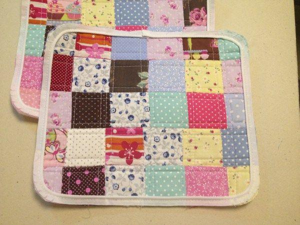Essa bolsa foi feita com a costura de vários retalhos coloridos de tecido de algodão. Essa técnica é conhecida como patchwork e segundo o dicionário:substantivo masculinotrabalho que consiste na …