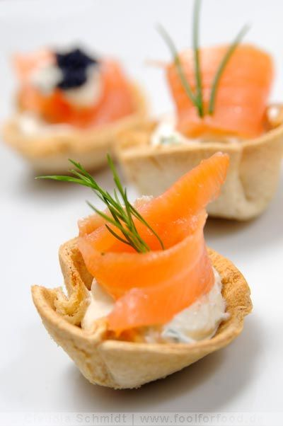 fingerfood tartletts mit lachs party food pinterest fingerfood lachs und vorspeise. Black Bedroom Furniture Sets. Home Design Ideas