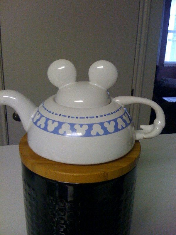 Disney Mickey Mouse Lidded Teapot And Cup 25 00 Via Etsy Tea Pots Teapots And Cups Tea Party