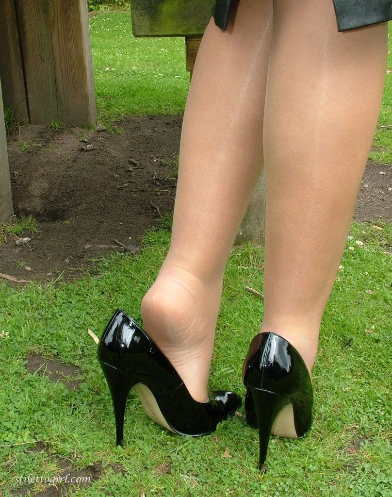 Pin By Bunter On Stiletto Girl In 2020 Nylons Heels Stockings Heels Heels