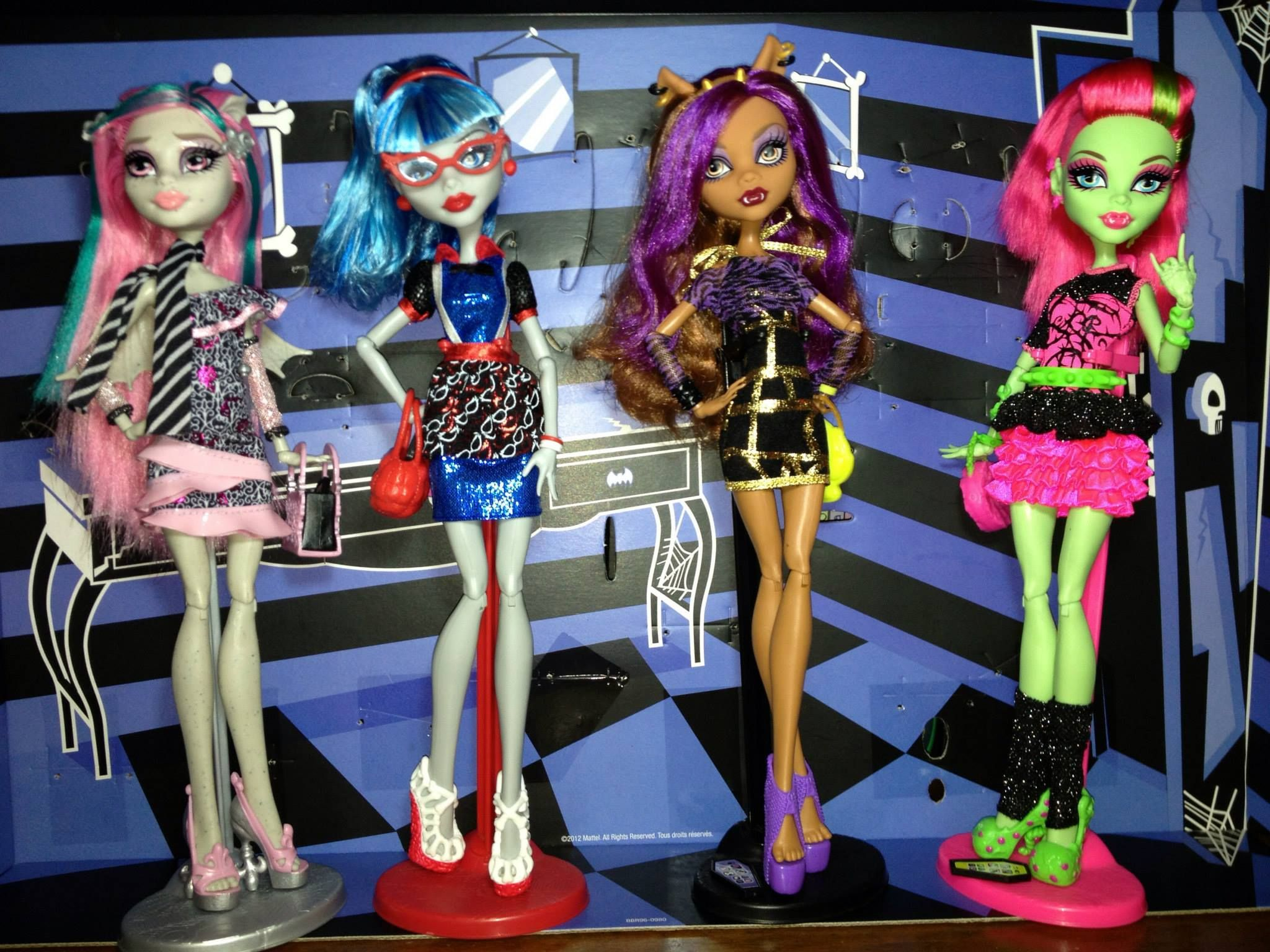 4 Pack Ghouls Night Out Dolls