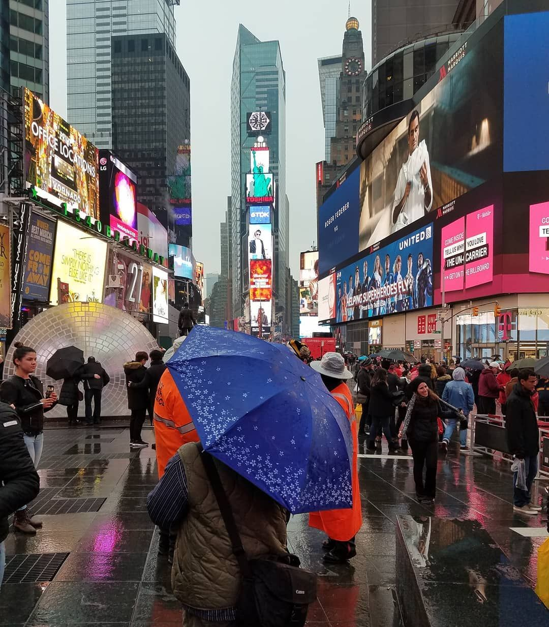 TBT - don't forget your umbrella  #photoart #photography #mood #canon #nyc #timessquare #rain #february #throwbackthursday #citylife
