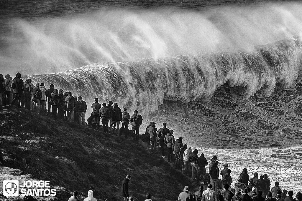Nazaré the bigest waves in the world . #bigwaves #surf #nazaré #wave #big #massive #redchargers #garrettmcnamara #andrewcotton #hugovau #aarongold