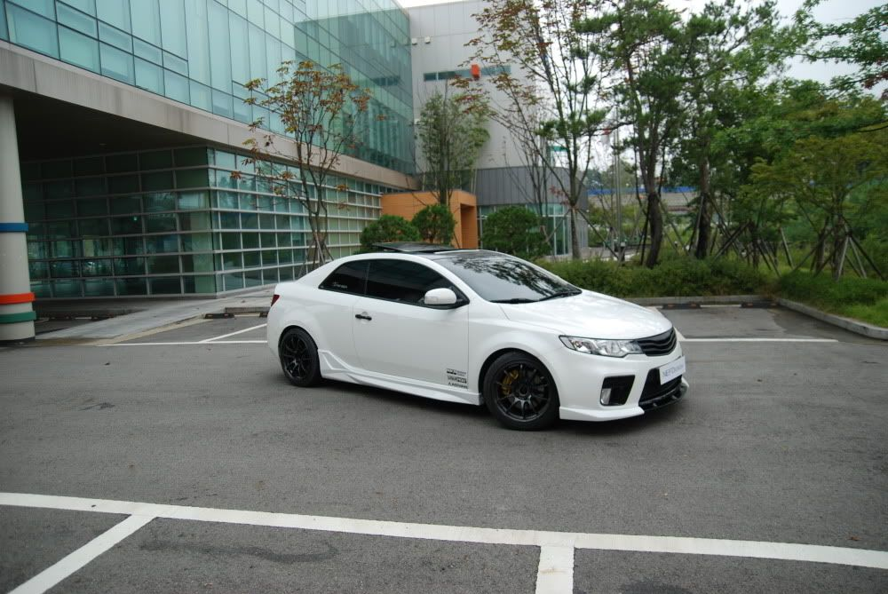 clean white kia forte on a sporty body kit i need this. Black Bedroom Furniture Sets. Home Design Ideas