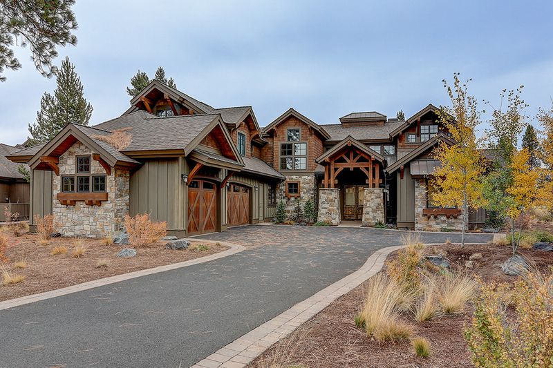 Craftsman Style House Plan - 5 Beds 5.50 Baths 4964 Sq/Ft Plan #892-27 Exterior - Front Elevation #craftsmanstylehomes
