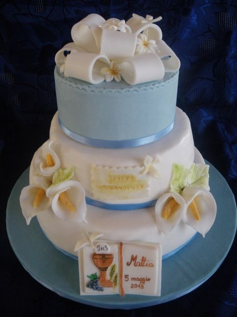 I would want the calla lily to be the only flower used on this cake.