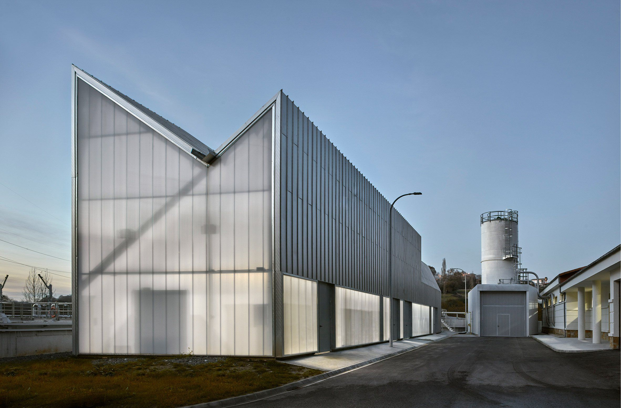 Padilla Nicas Arquitectos Completes Sewage Plant Featuring Asymmetric Pitched Roofs Factory Architecture Sewage Treatment Plant Roof Architecture