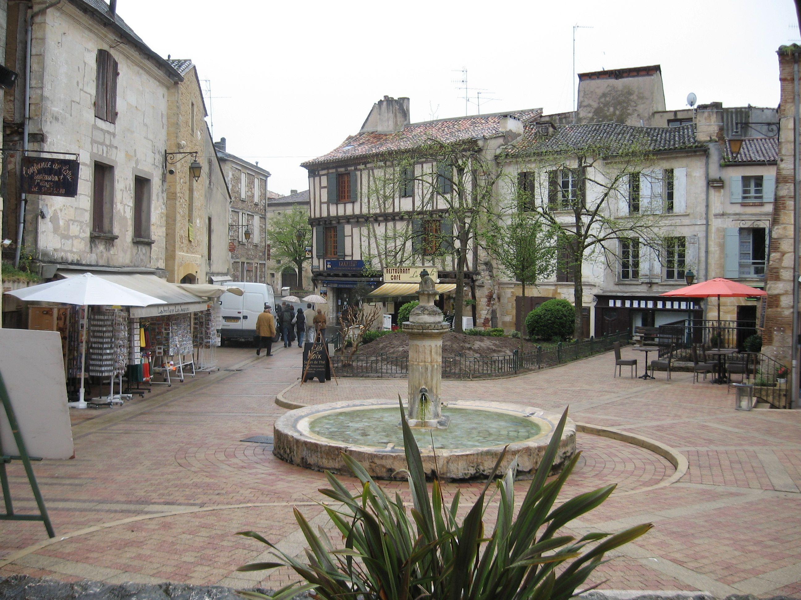 Fontaine, Village Cerano de Bergerac, France, printemps 2007
