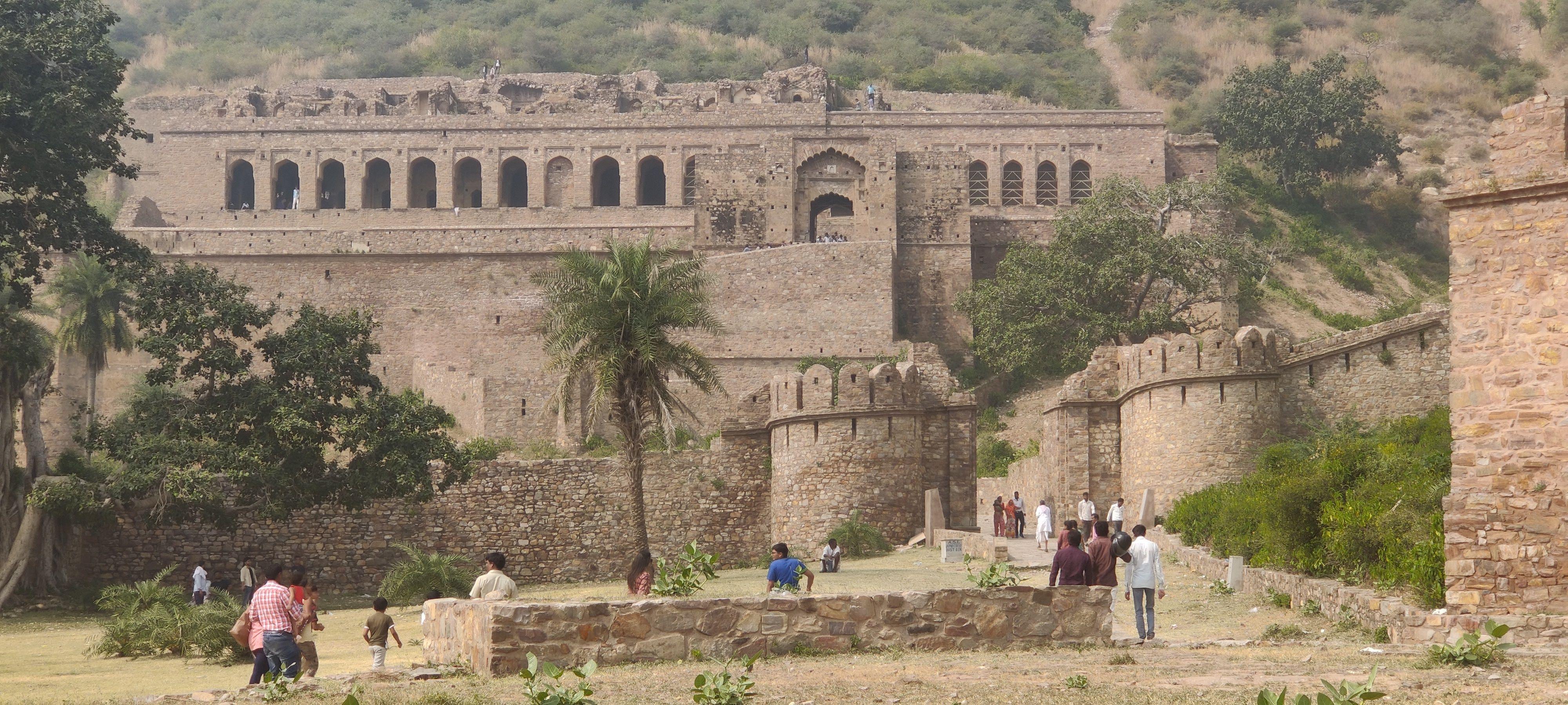 Bhangarh Fort Story in Hindi | Bhangarh Fort at Night ...