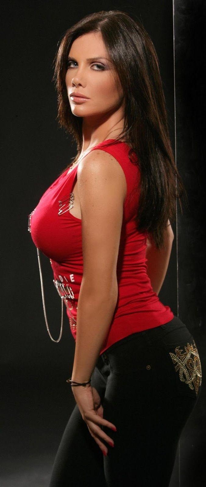 Lebanese singer and actress Nicole Saba | Beautiful Women Beautiful Arab  Women, Beautiful Models,