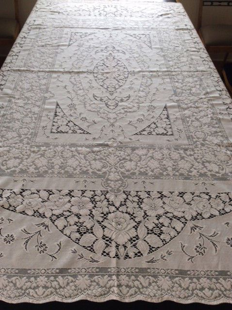 Vintage QUAKER LACE Tablecloth 63 X 83 WHITE HOUSE Pattern Pristine  Condition!