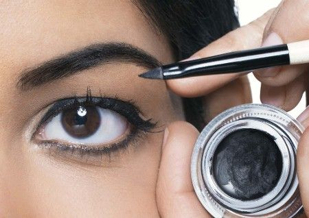 How To Apply Gel Liner Like A Pro Gel Liner Gel Eyeliner Tutorial Bobbi Brown Gel Eyeliner