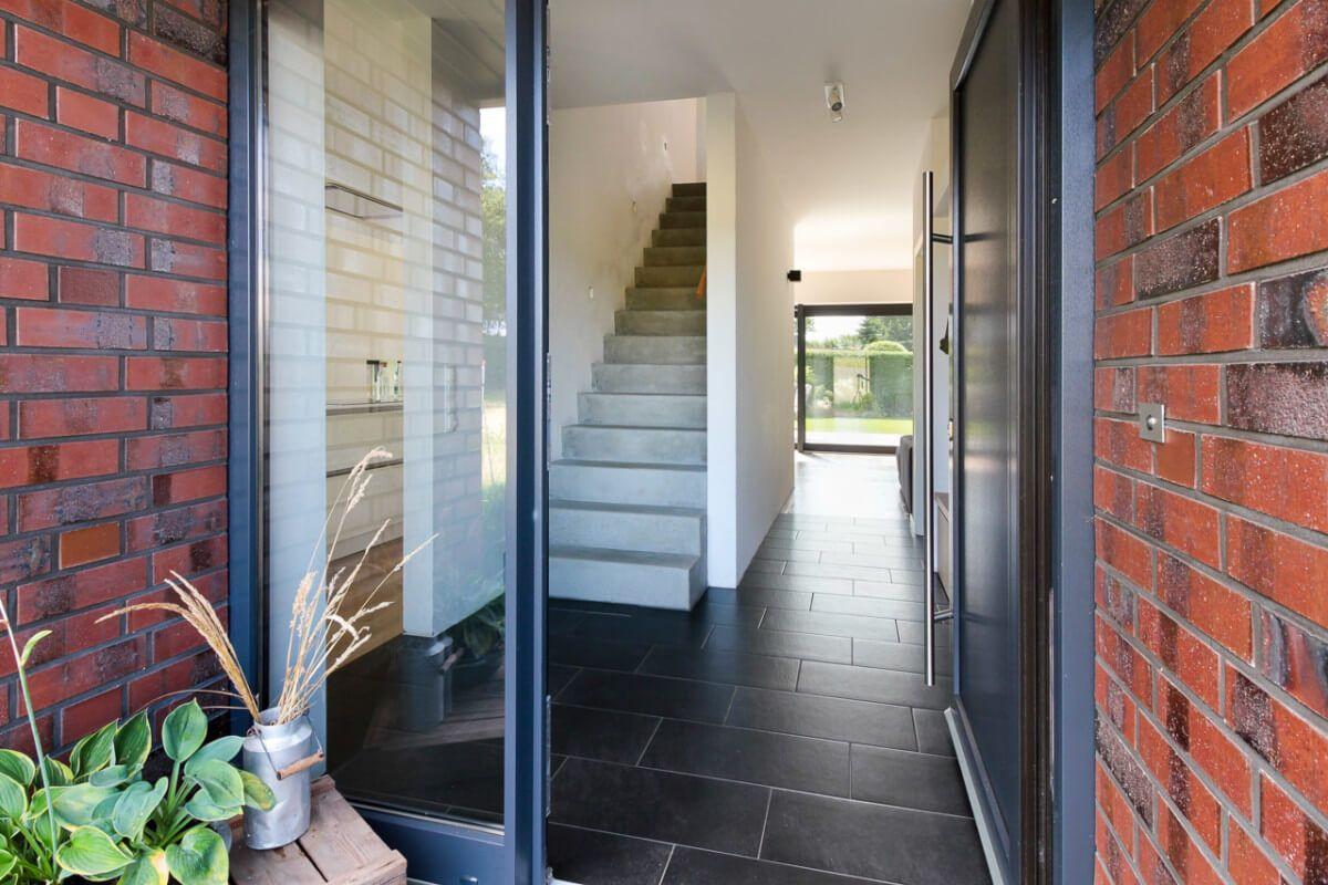 Eingangstur Modern Glas Architektur Detail Einfamilienhaus Eco Vario Haus Bonningstedt Massivhaus Hausbaudirekt De Traumhaus Haus Klinkerhaus