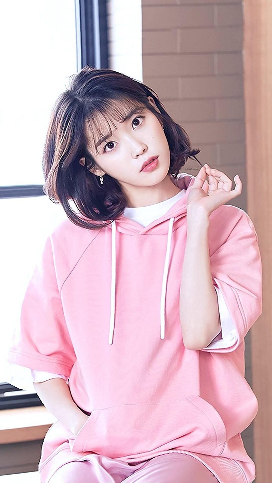IU #wallpaper #NewBalance | 한국 소녀, 연예인 및 여배우