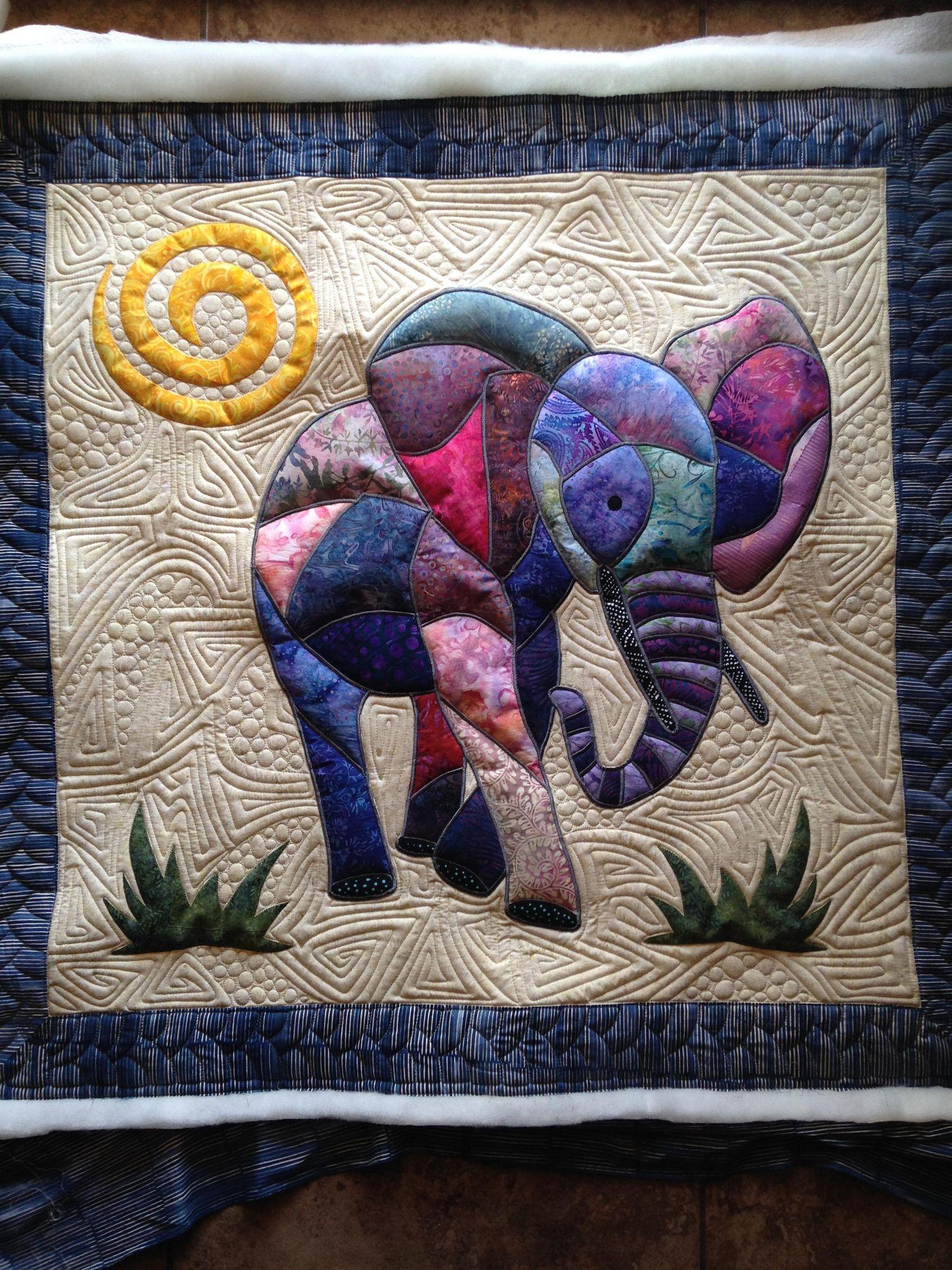 Elephant pieced by Phyl Wason | Krabbeldecke, Elefanten und Muster