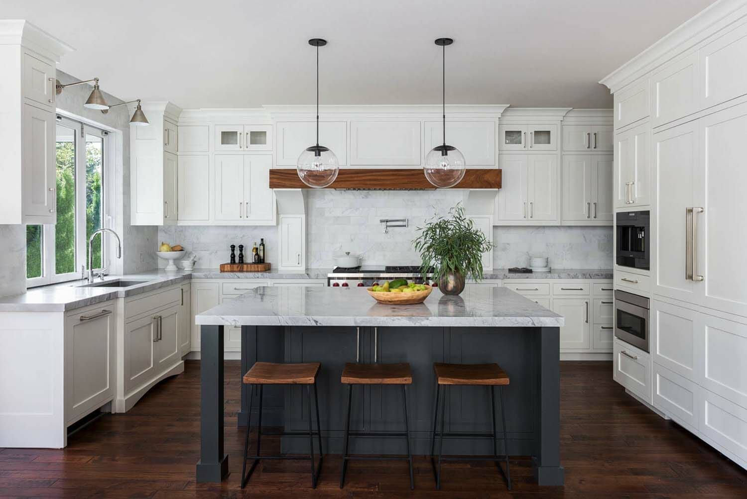 30 Stylish and elegant kitchens with light and dark contrasts | Grey kitchen designs, Grey ...