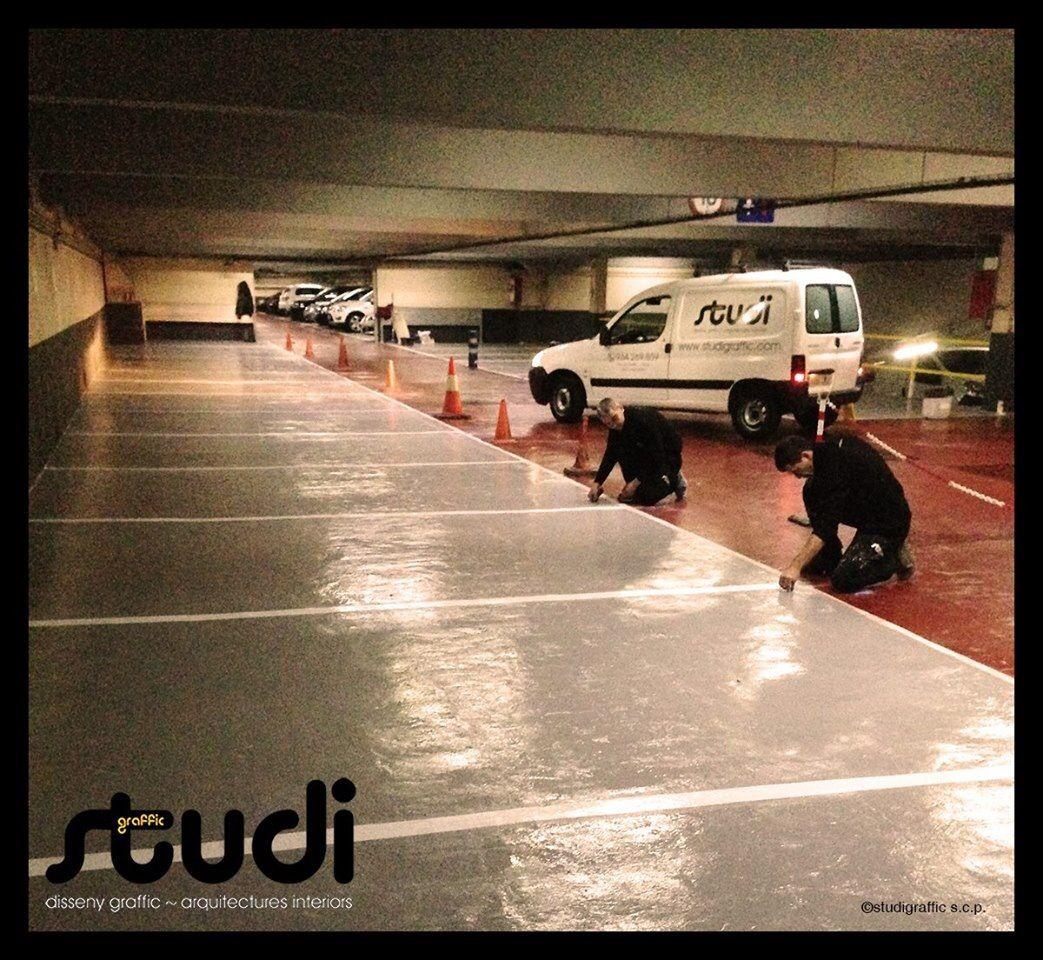 Trabajadores de studi realizando rehabilitación de parking en Barcelona ciudad