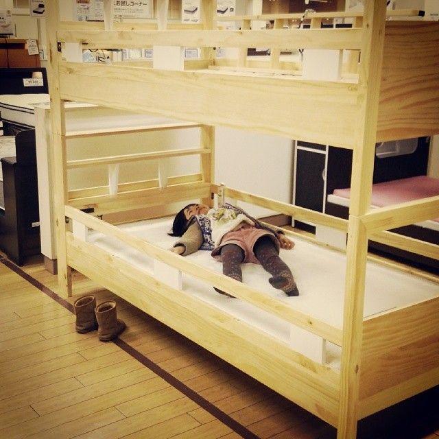 ニトリに二段ベッドと食器棚を買いに来た。