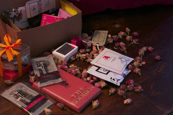 Le coffret de saint Valentin : Sans Valentin ! Pas besoin de partager ses chocolats. Faites le plein de gourmandises et de sachets de thé, et gardez tout pour vous ! En vente sur http://www.alunithe.com/boutique-de-alunithe/coffret-sans-valentin.html