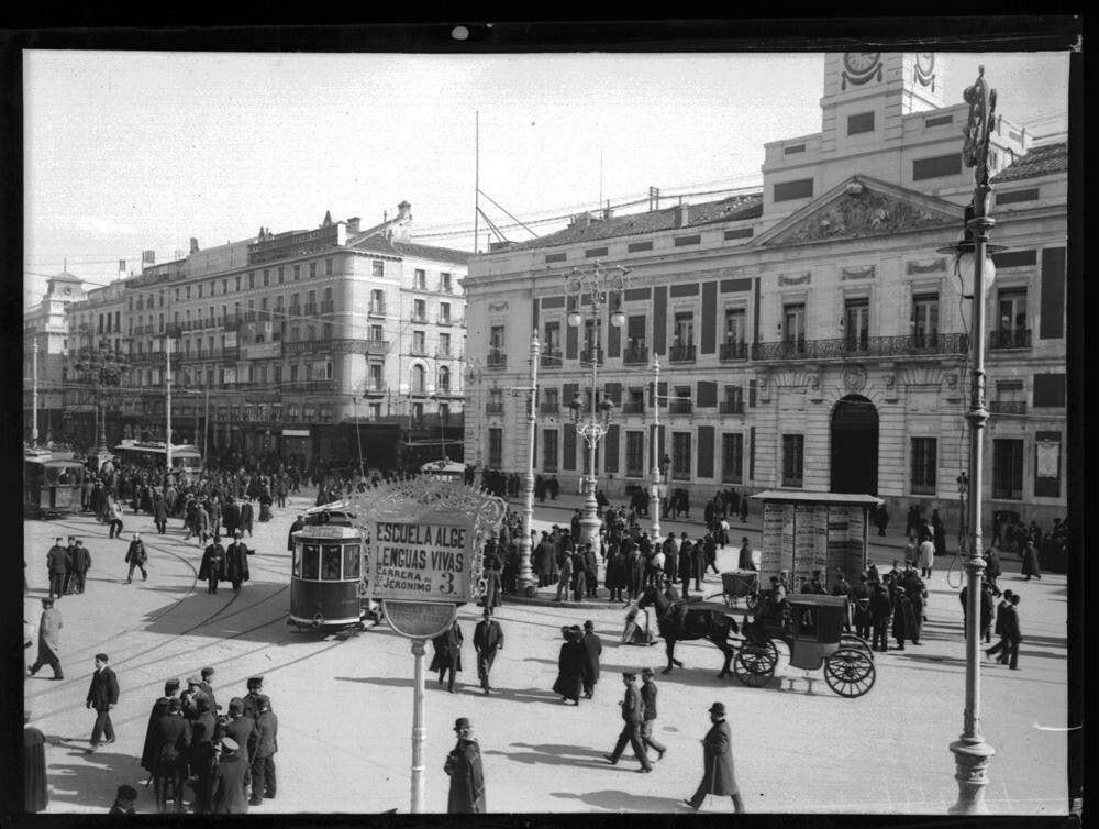 Puerta del Sol 1908. Archivo Ruiz Vernacci.