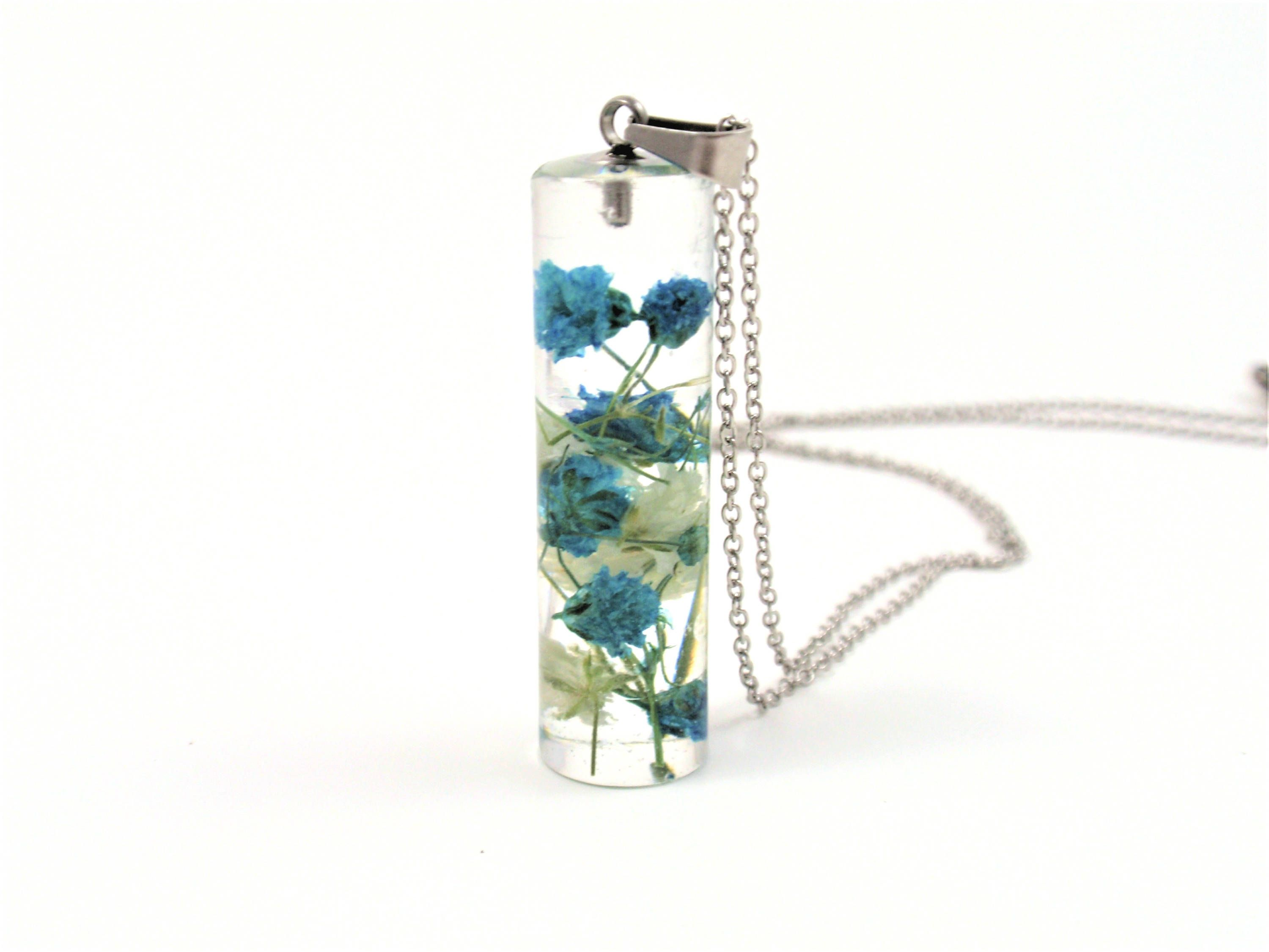 Botanical terrarium women/'s necklace Women/'s necklace gem nut in resin real blue flowers Resin jewelry Minimal Dried pressed flowers