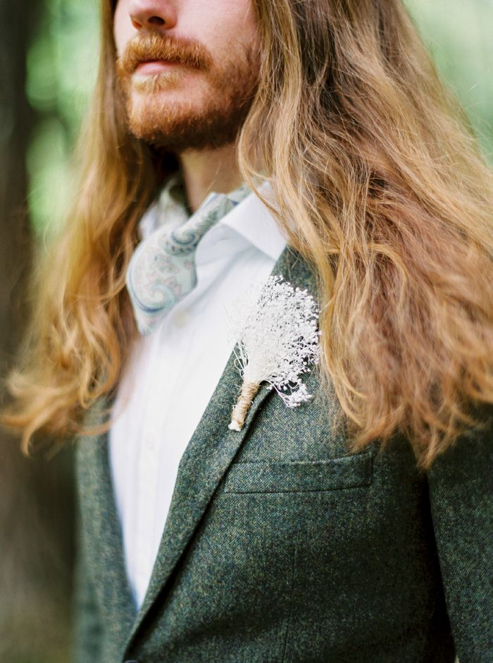 Groom style for a mountain wedding | fabmood.com