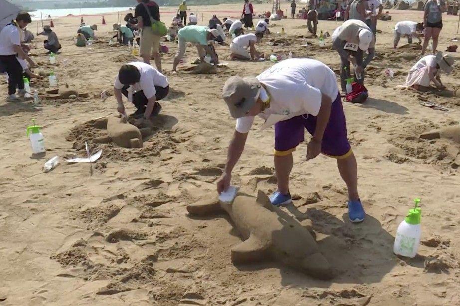 Des dauphins de sable dans le Guinness Sumo wrestling