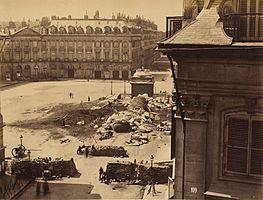 La colonna Vendôme distrutta fotografata da Franck nel 1871