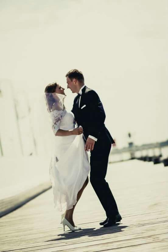 Dancing on pier