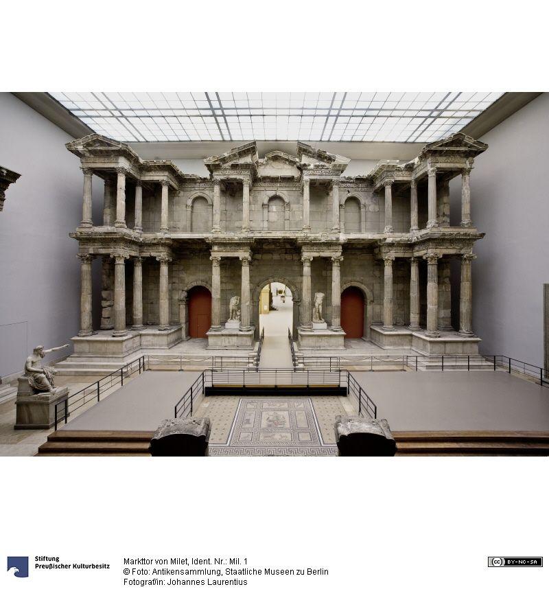 Markttor Von Milet Turkei Um 100 N Chr Marmor 16 68 X 28 92 M Rekonstruktion Im Museum C Antikensammlung Pergamon Museum Museum Pergamon Museum Berlin