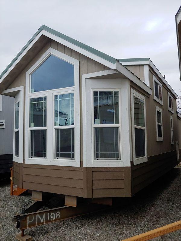 2019 Champion Flat Head Lodge In 2019 Park Model Homes