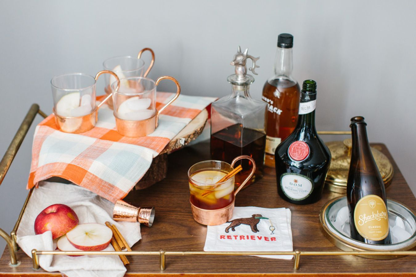 Fall bar cart: http://www.stylemepretty.com//living/2015/10/01/easy-ways-to-cozy-up-your-home-for-fall/ | Photography: Erin McGinn - http://www.erinmcginn.com/