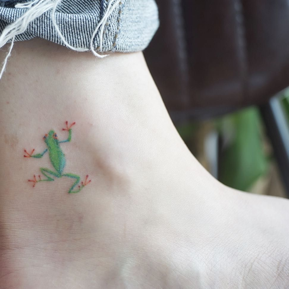 Tiny Frog Tattoo By Lengboink Frog Tattoos Green Tattoos Small Tattoos