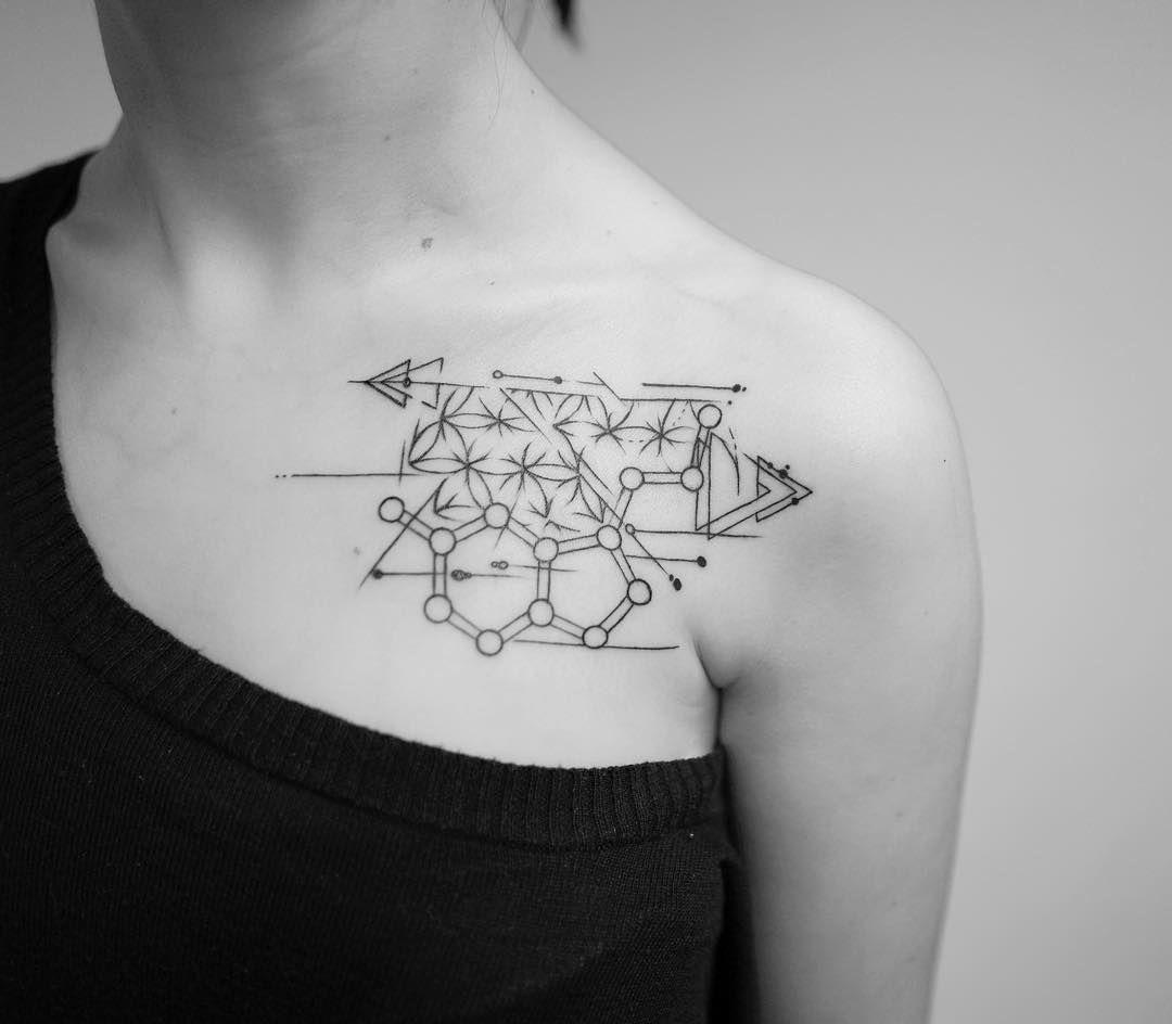Triangle Tattoo Shape Tattoo Fineline Tattoo Bern Tattoo Schweiz Switzerland Tattoo Tattoo Studio Bern Female Ta Neck Tattoo Trendy Tattoos Square Tattoo