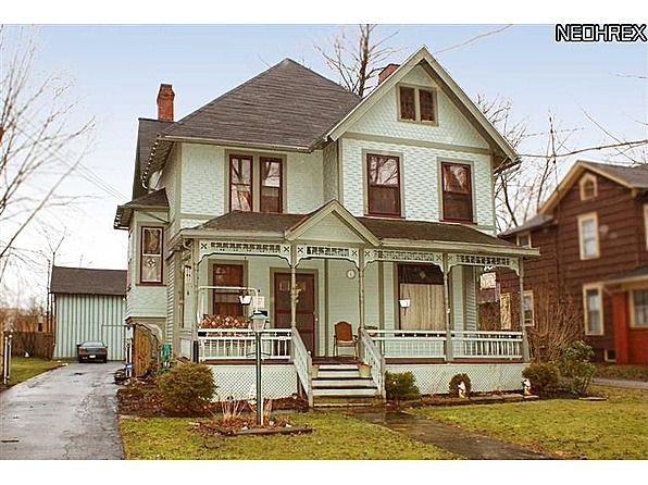 1889 Queen Anne Located At 197 Washington St Nw Warren Oh 44483 Victorian Homes Old House Dreams House