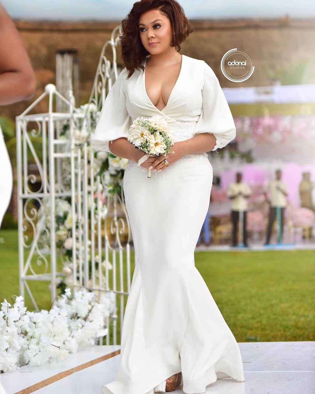 Who Says Your Bridesmaid Can T Wear White It S All White Wedding Affair F Celebrity Wedding Gowns Royal Blue Bridesmaid Dresses Beautiful Bridesmaid Dresses