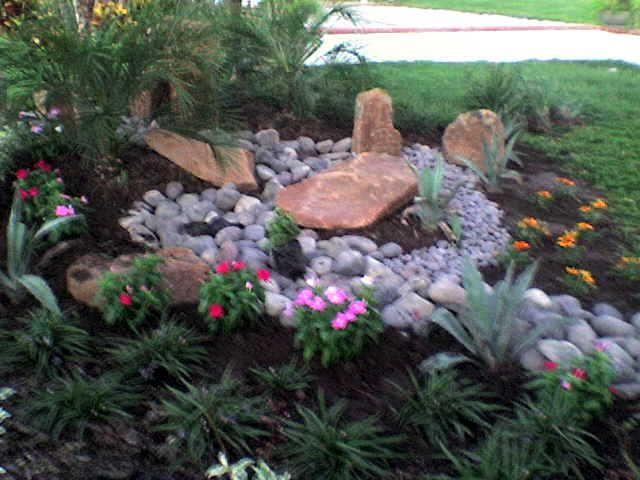 Jardines Minimalistas elaborados por Mundo Verde