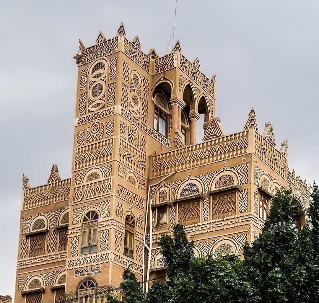 اليمن بعدسة محبيها On Instagram من قصور صنعاء القديمة شوفوا على بناية روعة وتفاصيل