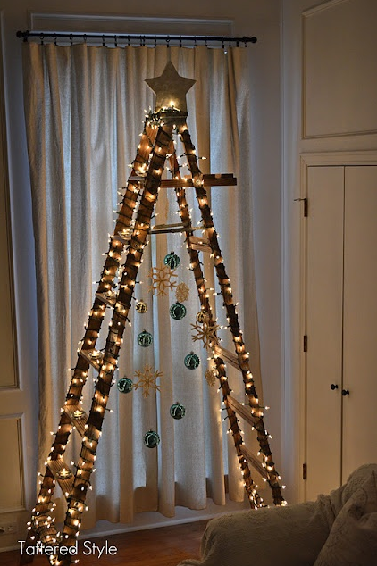 La Chica Del Maletín 10 Ideas Originales Para Hacer Tu árbol De Navidad Arbol De Navidad Original Ideas Para Arboles De Navidad Escalera De Navidad