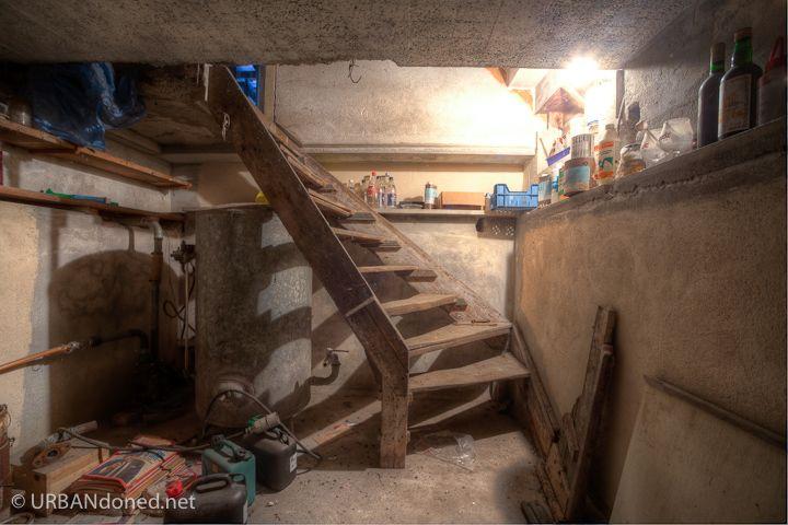 Constructions abandonnées. Inquiétantes pré-ruines... http://www.urbandoned.net/wp-content/gallery/villa-w-nl/img_7660_58_59.jpg