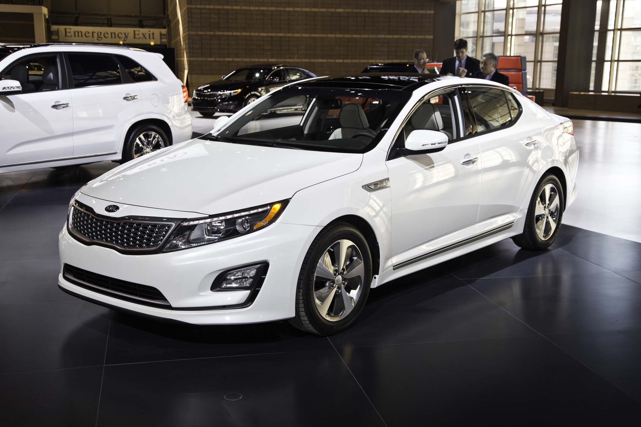 used chicago optima quarter debut reviews trend new research models motor phev in three front kia plug cars hybrid