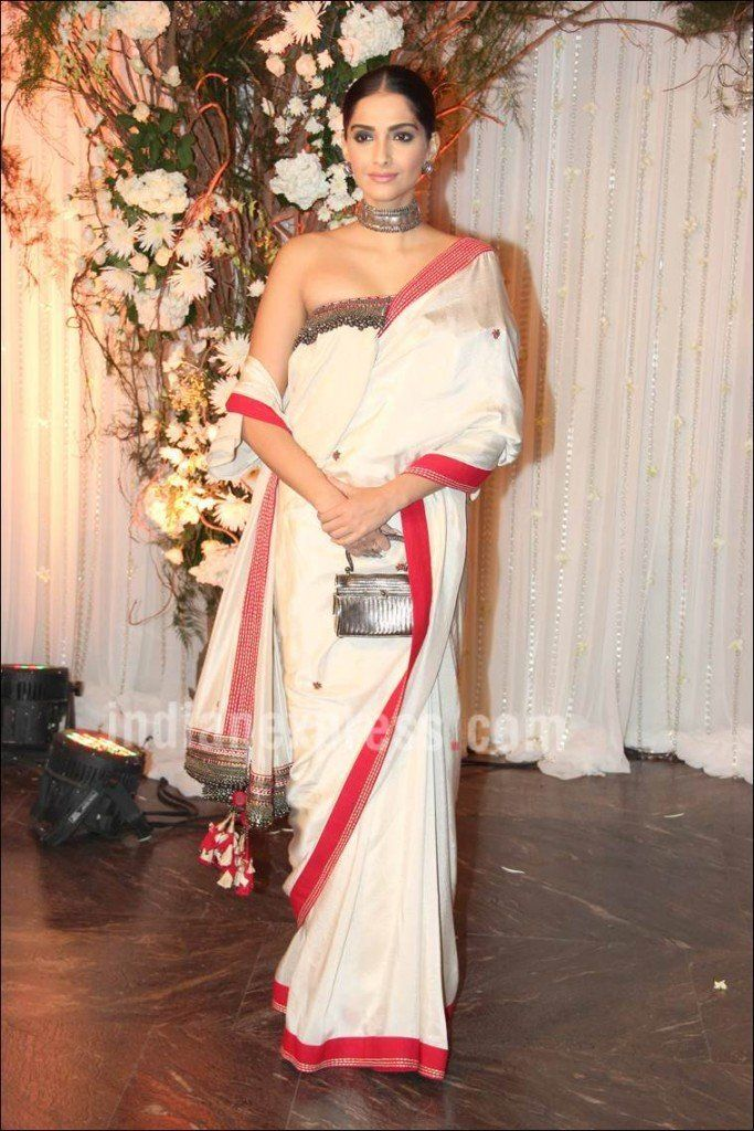 xSonam-Kapoor-in-Off-Shoulder-Blouse-and-Saree-at-Bipashas-reception-683x1024.jpg.pagespeed.ic.5OL4OKvSze.jpg (683×1024)