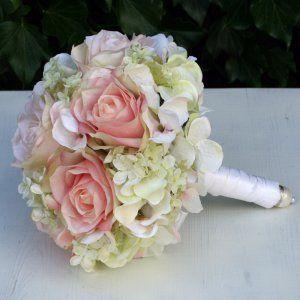 Brautstrauss In Biedermeierform Aus Seidenblumen Mit Rosen Und